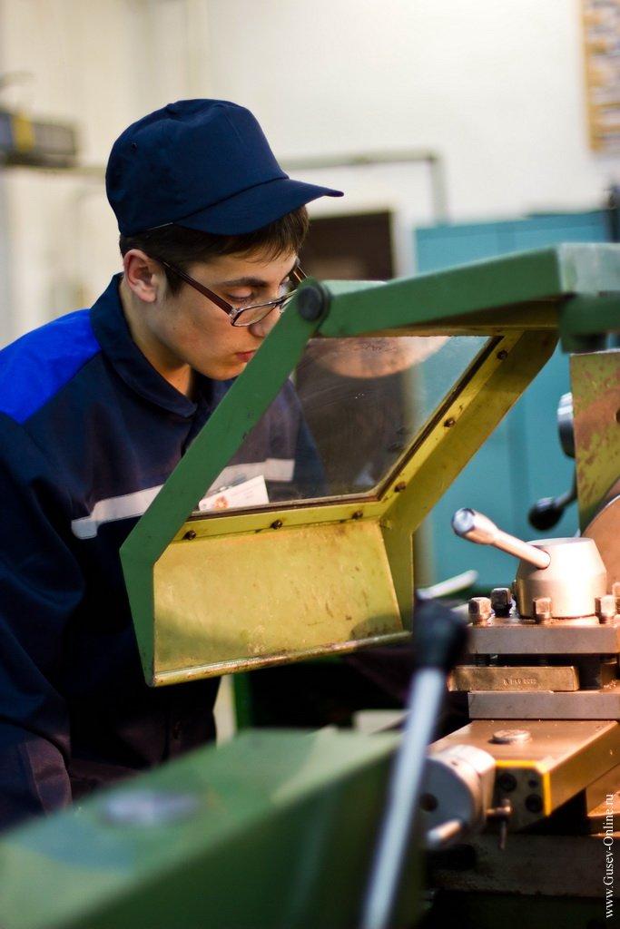 колледжи москвы по специальности токарь фризировщик что России странах