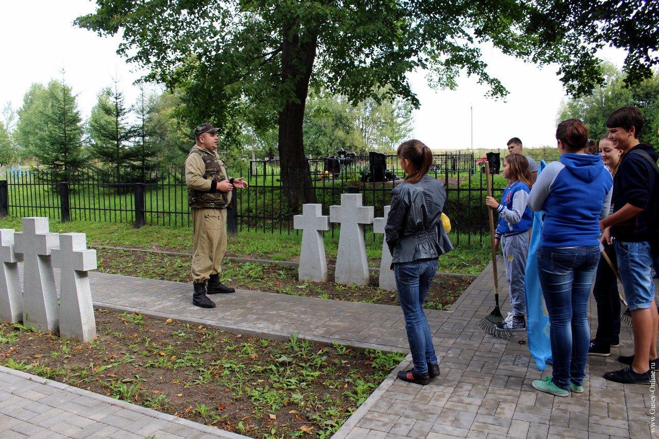 Мемориальный одиночный комплекс с крестом Краснознаменск заказ памятника на кладбище Невельск