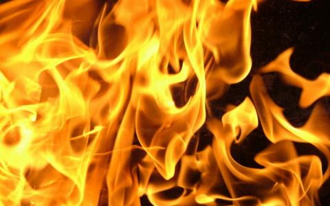 В поселке Северный произошел пожар в двухэтажном жилом доме