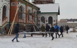 Студенты колледжа помогли очистить от мусора территорию строящегося храма
