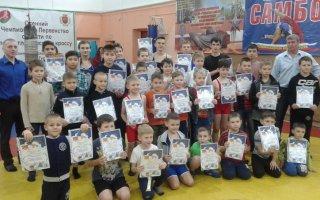 В Гусеве прошли соревнования по вольной борьбе на призы «Деда Мороза»