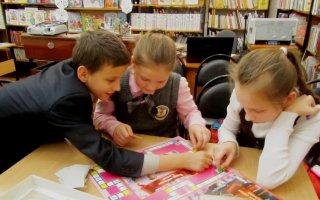 С песнями, шутками и смехом встречали год Огненного Петуха в детской библиотеке