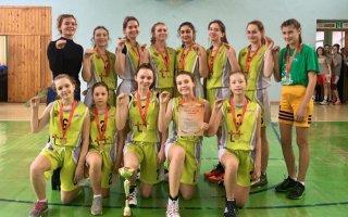 Команда девушек пятой школы привезла «золото» с областных соревнований по баскетболу