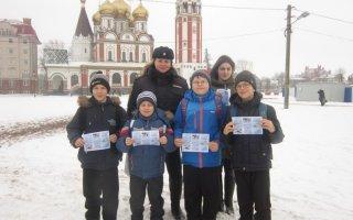 Госавтоинспекторы и школьники Гусева провели профилактическую акцию «Безопасная зимняя дорога»