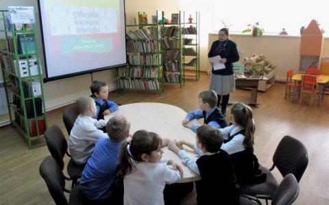 Детский клуб «Лесовичок» в Покровской библиотеке проводит занятия со школьниками